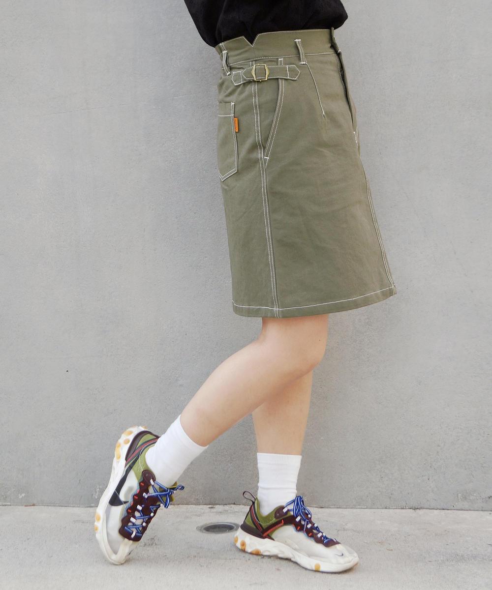 サイドベルト付き台形スカート