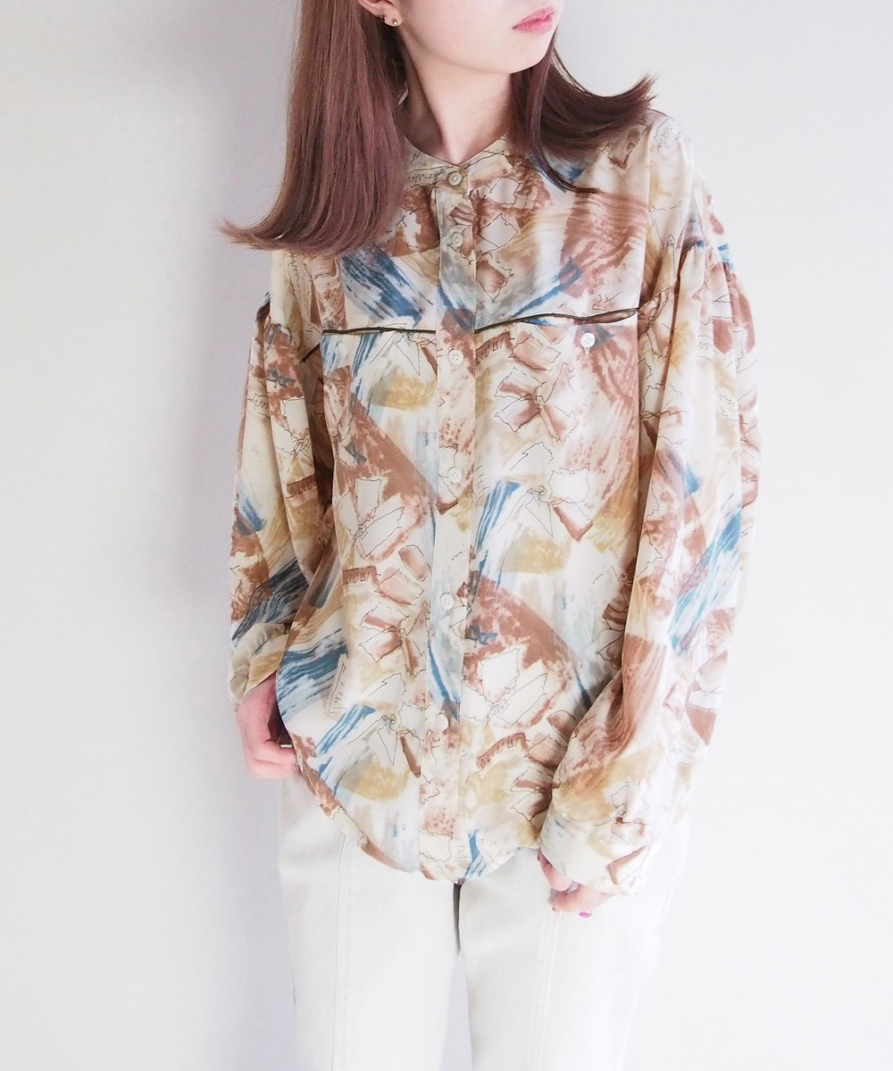 水彩風プリントシャツ